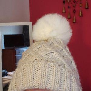 Cute pompom warm knit hat